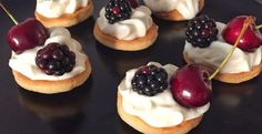 tartine dolci con camy cream e frutti rossi