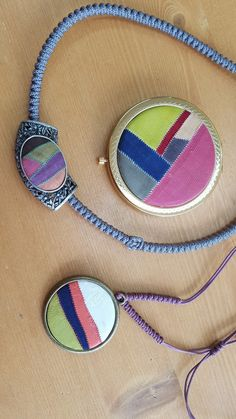 작품 만드는 사이사이 종종 만드는 악세사리 소품이에요 매번 만드는 방법은 비슷하나 완성했을때의 느낌은... Diy And Crafts, Textiles, Quilts, Beads, Bracelets, Creative, Fabric, Pattern, Jewelry