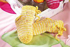 Geringelte Babysocken stricken