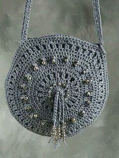 Crochet Purse Patterns - Make this cute crochet handbag and belt combo to go with anything . This beginner crochet pattern is so easy! Bag size: across, belt is 1 wide x desired length. Ravelry: Denim Bag & Belt pattern by Darla Hassell I love this Denim Crochet Bag Tutorials, Crochet Purse Patterns, Bag Crochet, Crochet Handbags, Crochet Purses, Crochet For Beginners, Love Crochet, Crochet Crafts, Beginner Crochet