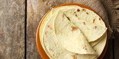 Συνταγή για χειροποίητες, απολαυστικές τορτίγιες -Πανεύκολες και γευστικές   GASTRONOMIE   iefimerida.gr Food For Less, Food To Make, Chefs, Wiener Prater, Tortilla Bread, Flour Tortillas, Good Housekeeping, Side Recipes, Food Cakes
