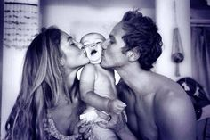 The greatest list of Bucket List Ideas ever. Now you can design the life goals that you have always wanted. Create your Bucket List with these goals in life Photo Bb, Jolie Photo, Baby Family, Family Love, Young Family, Young Parents, Beautiful Family, Foto Baby, Future Goals