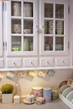 Lulufant | A kitchen full of beautifully displayed GreenGate