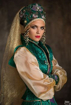 The Mistress of the Copper Mountain - Is a legendary creature from Slavic mythology and a Russian fairy tale character, the mountain spirit from the legends of the Ural miners and the Mistress of the Ural Mountains of Russia Russian Beauty, Russian Fashion, Folk Costume, Costumes, Foto Fantasy, Russian Culture, Russian Folk, Russian Style, Mode Hijab