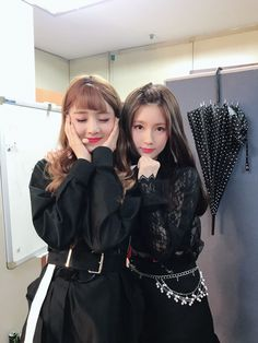 Read from the story // 🍡 🍡Ships de (G)I-DLE 🍡🍡 // by (Anghela Lv) with reads. Minnie x Miyeon Que puedo deci. South Korean Girls, Korean Girl Groups, Wattpad, Cube Entertainment, Soyeon, Girl Bands, Extended Play, Minnie, Neverland