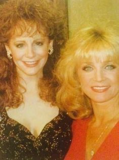 Reba and Barbara Country Music Quotes, Country Music Artists, Country Music Stars, Country Singers, Country Women, Country Girls, Reba Mcentire, Queen Pictures, Women In Music