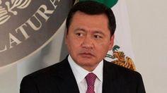 El titular de la Secretaría de Gobernación, Miguel Ángel Osorio Chong, calificó la detención de Servando Gómez, La Tuta, de un éxito del Estado mexicano y un buen resultado del gobierno en materia de seguridad. Destacó que la aprehensión evidencia el trabajo que desde el año pasado se desarrolla en Michoacán en esa materia. […]