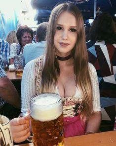 Oktoberfest Beer, Octoberfest Girls, Beer Girl, Beer Fest, German Beer, German Girls, Classy Women, Pin Up, Hot Girls