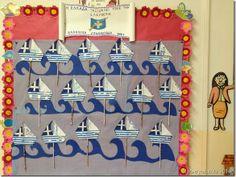 Pαρομοιάσαμε την Ελλάδα με καραβάκι που παλεύει με τα τεράστια κύματα της επανάστασης ώσπου να φτάσει στο λιμάνι της ελευθερίας. 28th October, 25 March, National Days, National Holidays, Spring Crafts, Holiday Crafts, Holiday Decor, Greek Independence, Classroom Decor