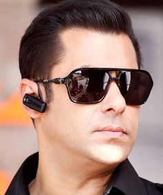 The always dapper looking bodyguard sporting a pair of Sunglasses.Salman khan , Robinhood of bollywood. Bollywood Stars, Bollywood News, Bollywood Fashion, Celebrity Sunglasses, Mens Sunglasses, The Bodyguard Movie, Salman Khan Wallpapers, Eligible Bachelor, New Gossip