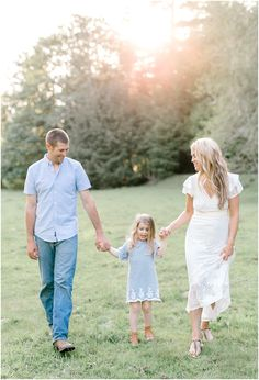 Emma Rose Company Family Pictures, What to Wear to Family Portraits, Lora Grady Photography, Seattle Portrait and Wedding Photographer, Outdoor Family Session, Anthropologie White Farm Dress18.jpg