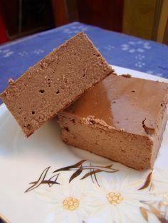 Aceasta prajitura fina am vazut-o pe blogul Biochimist la cratita si a fost dragoste la prima vedere. Pentru ca aveam in casa ingredient...