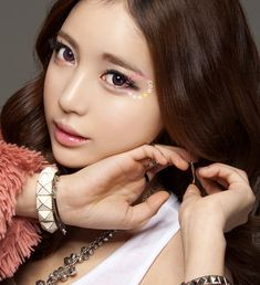 NEO Extra Dali Violet colored contact lens (circle lenses). Super natural look with this flirty, feminine color!