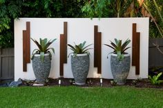 Garden Art Ideas Landscape Design – Using Garden Art Garden Art Ideas. Including art in your garden design can be loads of fun and bring a unique quality to your outdoor spaces. Tropical Landscaping, Landscaping With Rocks, Modern Landscaping, Tropical Garden, Backyard Landscaping, Landscaping Ideas, Landscaping Software, Tropical Plants, Rock Planters