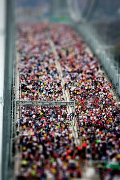 Tilt shift effect - ny marathon by Lorenzo Baldini, via Flickr
