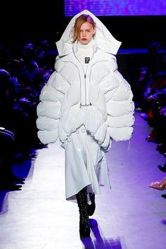 Masha Ma Fashion Show Ready To Wear Collection Fall Winter 2018 in Paris Nomad Fashion, Live Fashion, Sport Fashion, Fashion Art, Runway Fashion, Fashion Show, Fashion Outfits, Fashion Design, Fashion Details