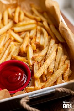 to cook the perfect baked oven fries - syn free, golden, crispy and delicious! Slimming World and Weight Watchers friendly Vegan Meal Prep, Healthy Cooking, Cooking Recipes, Oven Baked Fries, Fries In The Oven, Slimming Eats, Slimming World Recipes, Vegetable Recipes, Vegetarian Recipes