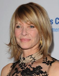 Not too short, not too long: the short long hairstyle is perfect over 40.