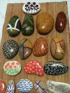 Preciosas piedras pintadas a mano,