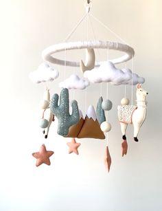 Boho Nursery, Baby Girl Nursery Decor, Baby Decor, Nursery Room Decor, Baby Room Ideas For Boys, Baby Nursery Ideas For Girl, Simple Baby Nursery, Kids Room, Baby Cot Mobiles