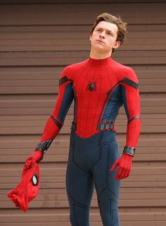 Tom Holland Challenges Chris Pratt to a Dance Off!: Photo Tom Holland pulls off his mask while filming scenes for Spider-Man: Homecoming on Tuesday (September in Queens, New York. The actor and the rest… Ms Marvel, Captain Marvel, Marvel Avengers, Marvel Comics, Marvel Room, Funny Avengers, Tom Holland Peter Parker, Tom Parker, Amazing Spiderman