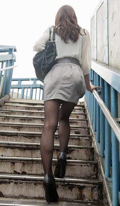 Pencil Skirt Work, Office Ladies, Beauty Women, Leather Skirt, Tights, Mini Skirts, Stockings, Legs, Womens Fashion