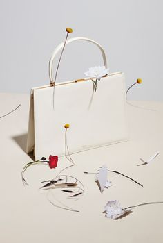 Florent Tanet x Grazia minimal product photography in white monochrome product handbag styling studio photography Photography Bags, Object Photography, Minimal Photography, Jewelry Photography, Still Life Photography, Fashion Photography, Product Photography, Photography Guide, Fashion Still Life