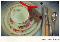 Great place settings from http://www.mollysvintageteaparty.com/