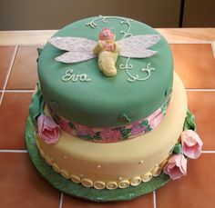 babyshower cake......Love the Blue on this cake