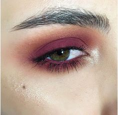 My first ever look using the @anastasiabeverlyhills Modern Renaissance palette, of course I gravitated towards these colors- they're so beautiful! So far I'm really enjoying this palette and I think it's a great staple for anyone. I'm wearing #anastasiabeverlyhills Burnt Orange, Realgar, Love Letter, Red Ochre, Vermeer & Primavera (as highlight on cheekbone/inner corner). #abh #anastasiabeverlyhills #norvina #anastasiabrows #modernrenaissance #motd #makeup #makeupaddict #ssssamantha #jkissa