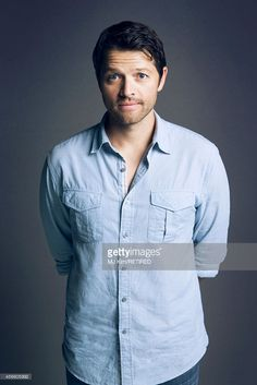 This is Misha Collins. He showed me I can be myself and it will all be worth it in the end. That even the happiest people can go through depression and selfharm but to still be kind know matter how much life sucks Misha Collins Jensen Ackles, Jared And Jensen, Misha Collins, Matt Cohen, Jared Padalecki, Johnlock, Destiel, Pleasing People, Supernatural Cast