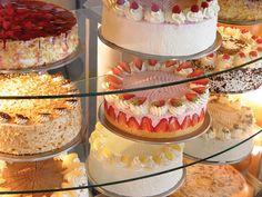 Unser Angebot: Kaffee und Kuchen aus der hauseigenen Konditorei