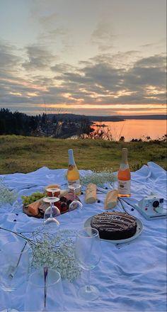 Picnic Date, Beach Picnic, Summer Picnic, Night Picnic, Summer Aesthetic, Aesthetic Food, Aesthetic Outfit, Cute Date Ideas, Images Esthétiques