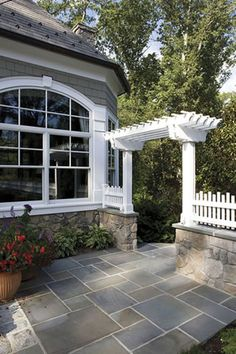 There are lots of pergola designs for you to choose from. First of all you have to decide where you are going to have your pergola and how much shade you want. Flagstone Patio, Pergola Patio, Backyard Patio, Pergola Ideas, Slate Patio, Diy Patio, Cheap Pergola, Paver Sand, Paver Edging