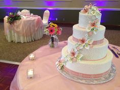Check out the amazing sugar flower detailing on this beautiful cake!