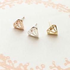 ¡Nuevos pendientes con forma de diamante! Tambien disponible anillo a juego. ENCUENTRALOS en www.misscaracola.com
