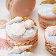 17 Pictures Of Macarons That Will Ruin All Other Desserts For You Macarons, Cupcakes, Cupcake Cakes, Mini Cakes, Cookie Recipes, Dessert Recipes, Macaroon Cookies, Macaroon Recipes, Cute Desserts