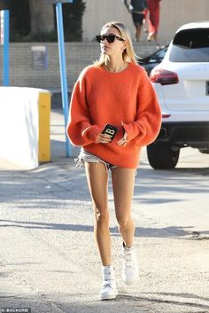 Hailey out and about in Los Angeles, CA (October 24): European Street Style, Italian Street Style, Berlin Street Style, Rihanna Street Style, Street Style Outfits, Model Street Style, Looks Street Style, Casual Street Style, Looks Style