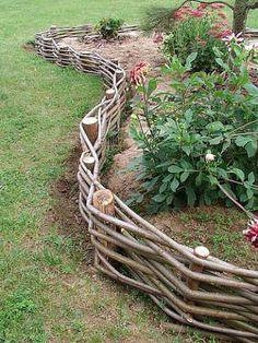 Ideas For A Garden Fence Design – Uncinetto - Garten Cottage Garden Design, Diy Garden Decor, Garden Art, Garden Fences, Backyard Patio Designs, Small Backyard Landscaping, Rustic Gardens, Outdoor Gardens, Decorative Garden Fencing