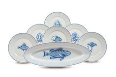 Gio Ponti - Richard Ginori Lotto composto da sei piatti piani più uno da portata decorati con soggetti marini in blu. Sotto la base: Richard...