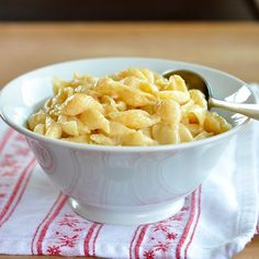 How To Make the Best Ultra-Creamy Cheesy Macaroni and Cheese on the Stove. SIMPLE, FAST recipe - perfect for a busy weeknight dinner. This comfort food recipe is a classic and is SO kid-friendly.