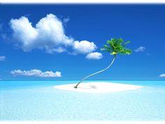 Gambar Pemandangan Pulau Cantik di Tengah Laut