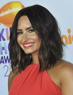 General picture of Demi Lovato - Photo 1 of 7716 Medium Hair Cuts, Medium Hair Styles, Short Hair Styles, Hair Inspo, Hair Inspiration, Demi Lovato Hair, Costume Noir, Rides Front, Lob Haircut
