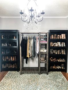 Are you looking to brighten up a dull room and searching for interior design tips? One great way to help you liven up a room is by painting and giving it a whole new look. Bedroom Turned Closet, Spare Room Closet, Spare Bedroom Closets, Dream Closets, Ikea Closet Organizer, Closet Organization, Interior Design Colleges, Best Ikea, Grey Room