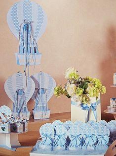 Il tavolo delle bomboniere con mongolfiere in carta. Idee e tutto quello che ti serve per realizzarle. #Favor #Baptism