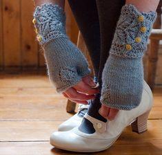 vintage looking knit. mitones guantes tejidos