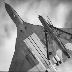 aviation & related stuff — Avro Vulcan (K) and an EE Lightning Military Jets, Military Aircraft, Fighter Aircraft, Fighter Jets, Spitfire Model, F35 Lightning, V Force, Avro Vulcan, Aircraft Design