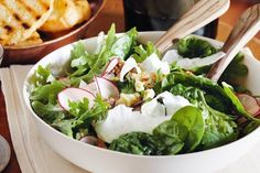 Spinach and Celeriac and walnut salad Superfood Recipes, Kale Recipes, Vegetarian Recipes, Dinner Recipes, Healthy Recipes, Walnut Recipes, Walnut Salad, Iron Rich Foods, Healthy Eating Tips