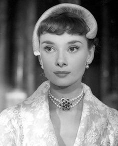 Audrey in the final scene of Roman Holiday. I love the look of this time period. The hat, necklace, clothing..