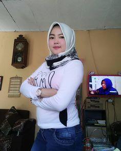 Beautiful Girl Photo, Beautiful Hijab, Hijab Chic, Girl Hijab, Hijab Fashion, Girl Photos, Wonder Woman, Asian, Lady